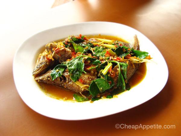 Pae Krung Kao's Pad Cha fish