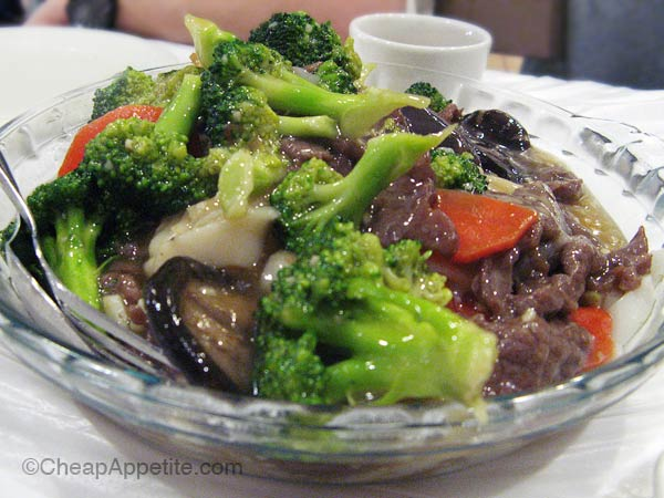 Beef and Veggie flat rice noodles at Kam Wai Dim Sum